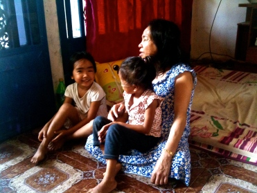 Ming Hing and her granddaughters